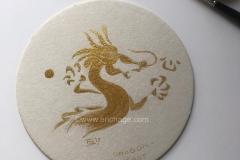 """Golden dragon""  goudverf 23.75krt op biervilt"